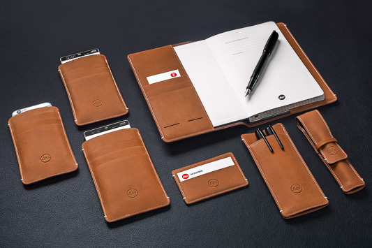 Leica_Small_Leather_Goods_Group_desk_black.jpg